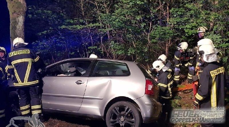Auto gegen Baum am Hengstberg