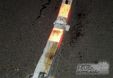 Fahrzeug rammt Verkehrspoller auf S191alt
